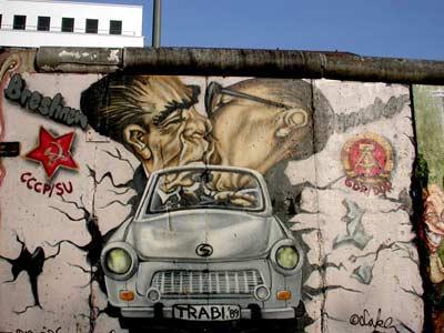 Air Berlin celebra el 25 aniversario de la caída del Muro de Berlín