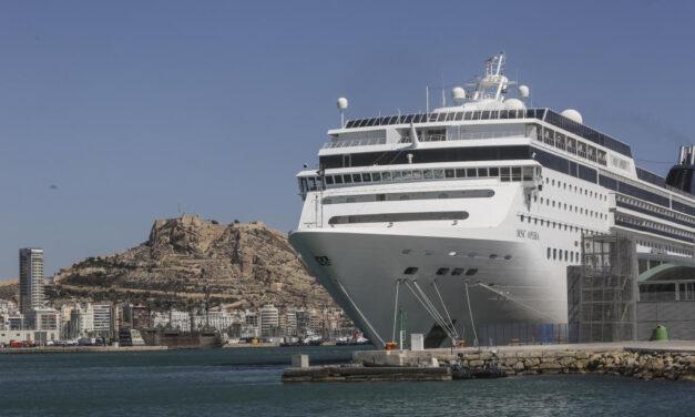 Costa Cruceros niega la presencia de trabajadores clandestinos en sus barcos
