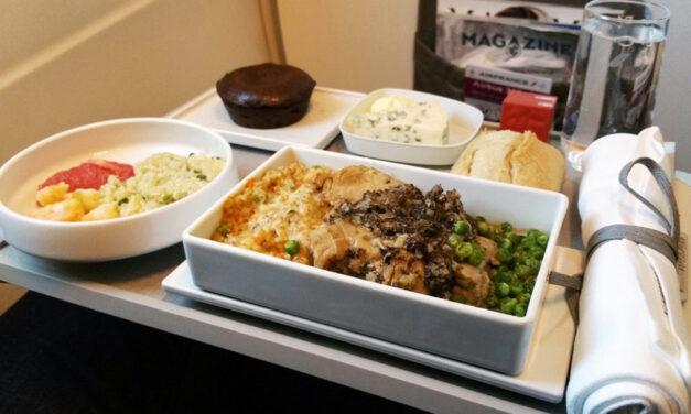 Las aerolíneas que mejor comida dan a los viajeros