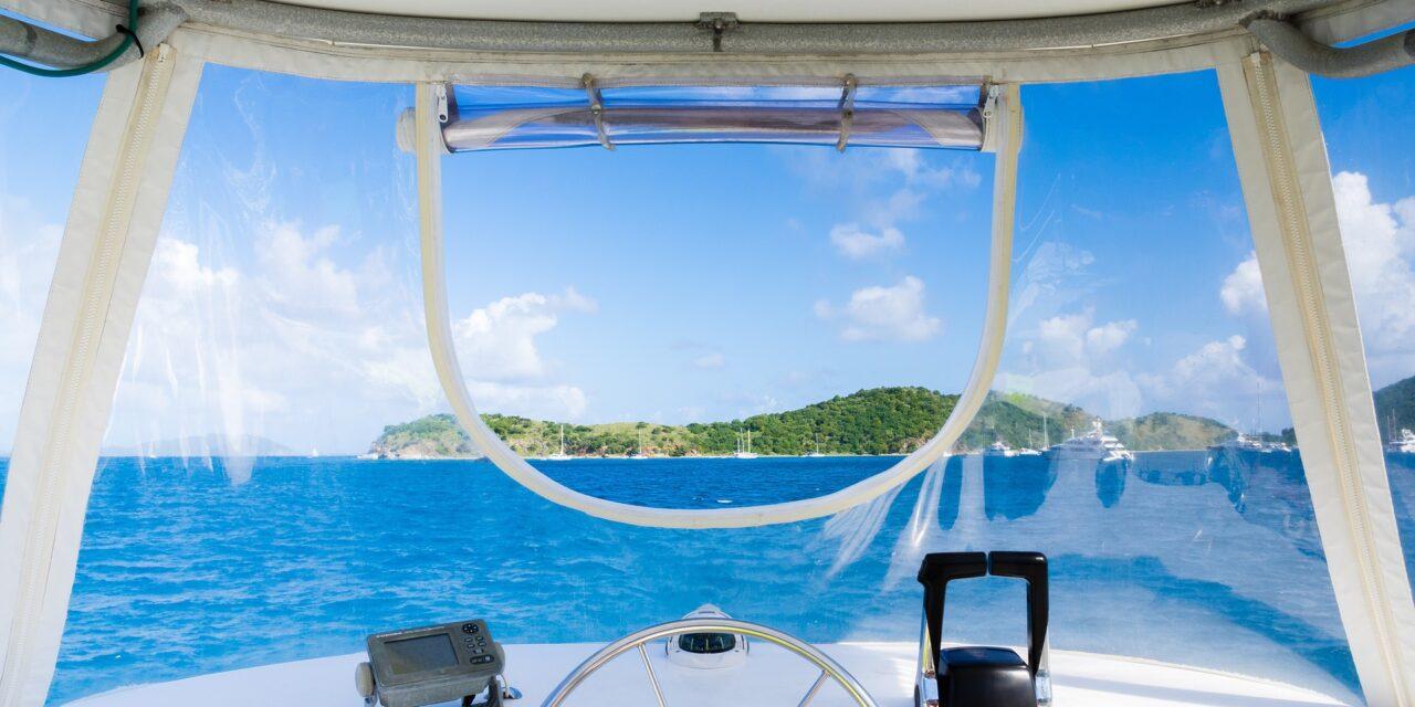 Estas vacaciones navega seguro con un frontal led rojo